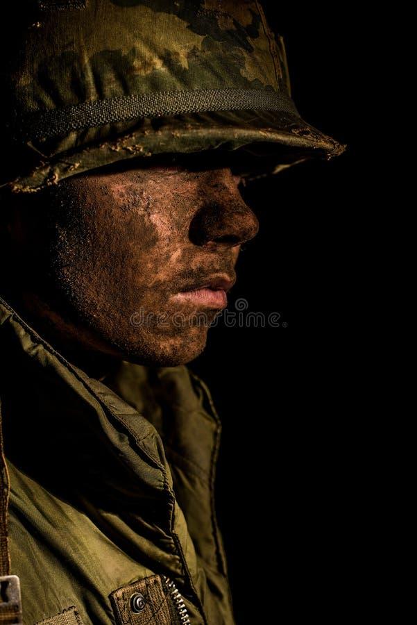 Сотрясенный раковиной морской пехотинец США - война США против Демократической Республики Вьетнам стоковое изображение rf