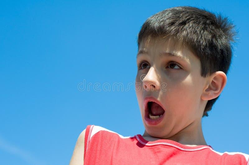 сотрястенный мальчик стоковая фотография rf