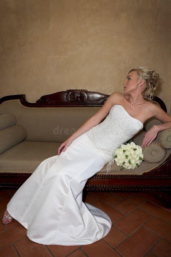 софа невесты стоковое изображение rf