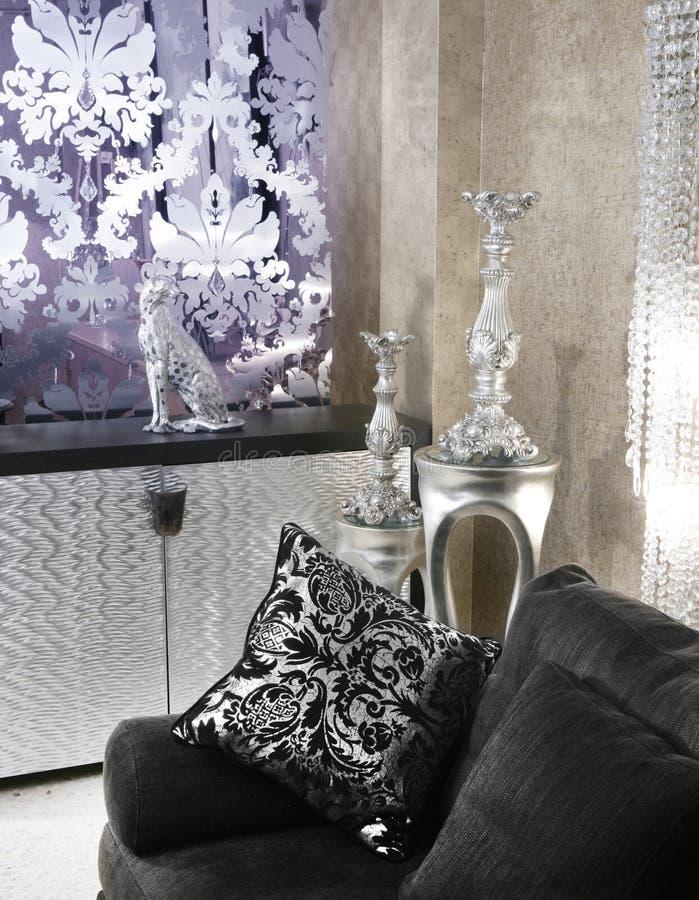 софа серебра комнаты черной мебели кареты живущая стоковое фото rf