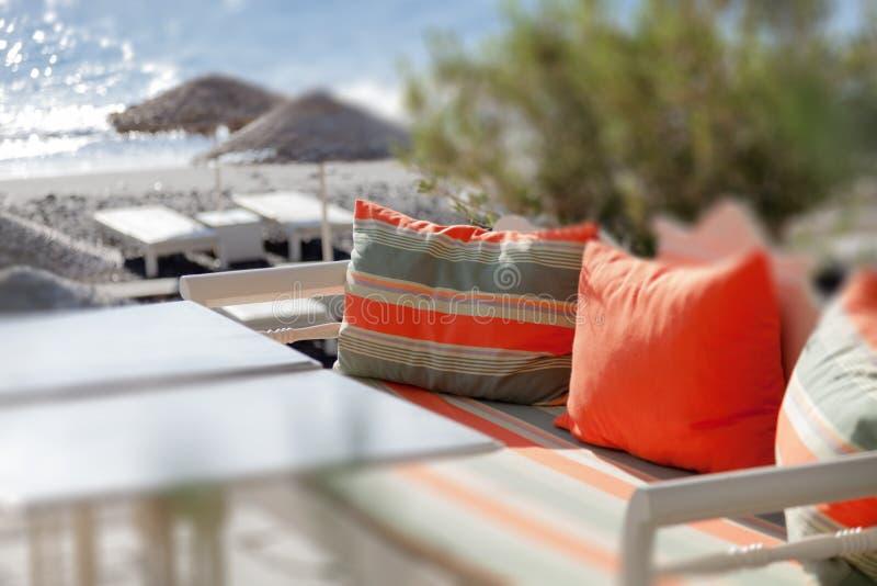Софа с подушками стоковая фотография