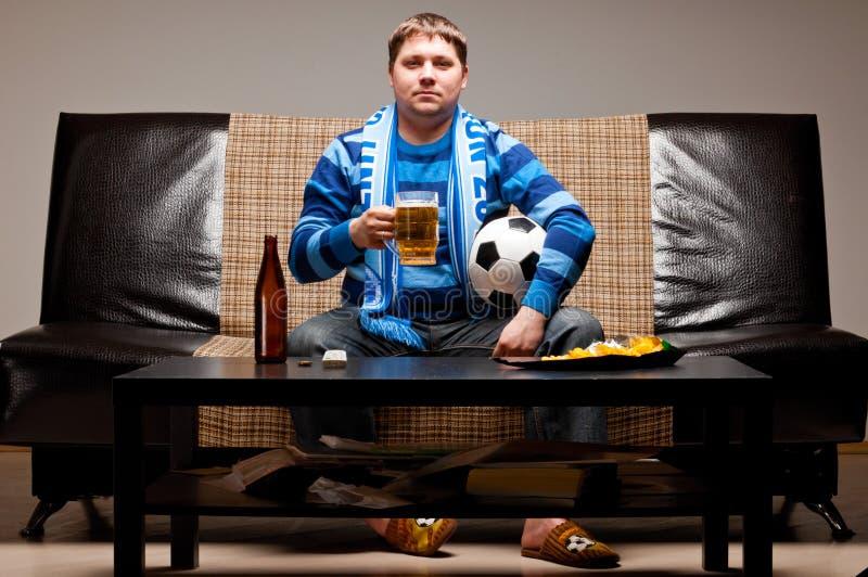 И пивом на диване картинка