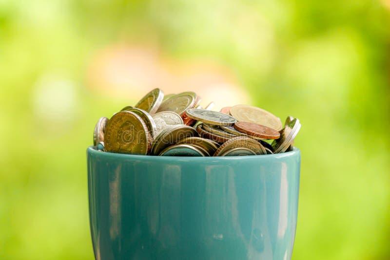 Сохраните деньги для концепции вклада, деньги в стекле стоковые фотографии rf