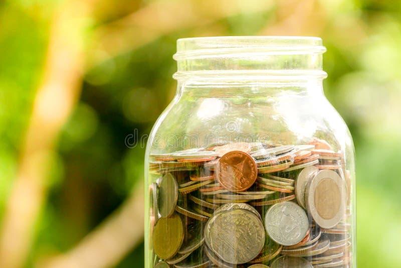Сохраните деньги для концепции вклада, деньги в стекле стоковые изображения rf