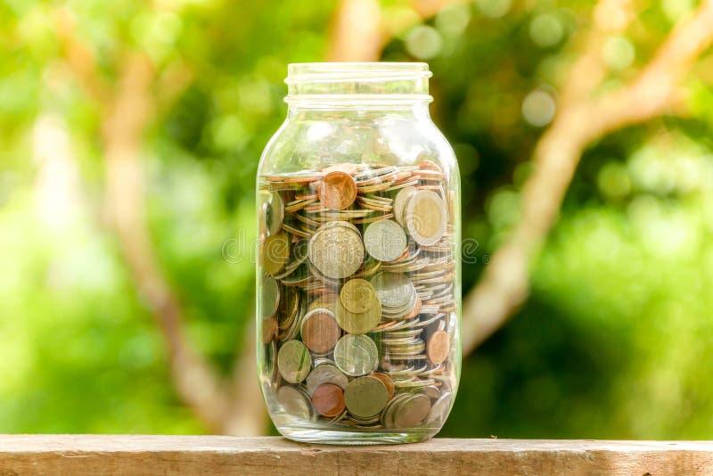 Сохраните деньги для концепции вклада, деньги в стекле стоковое изображение rf