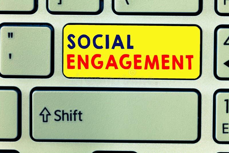 Социальное взаимодействие сочинительства текста почерка Концепция знача степень захвата в интернет-сообществе или обществе стоковая фотография rf