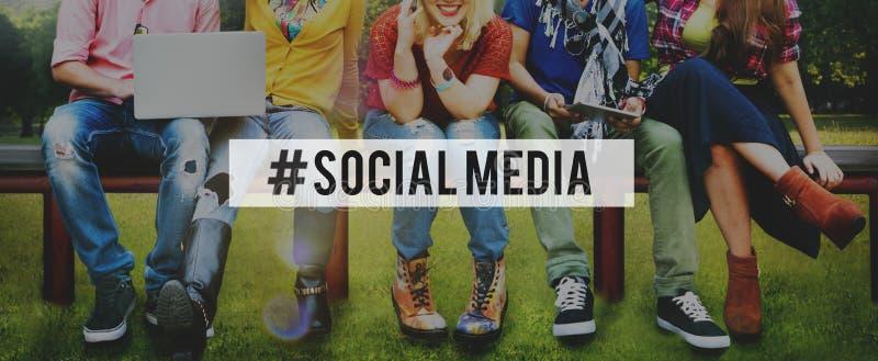 Социальная концепция соединения технологии интернета сети средств массовой информации стоковая фотография rf
