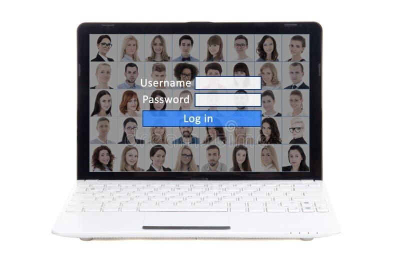 Социальная концепция средств массовой информации - компьтер-книжка с панелью имени пользователя и пароля на s стоковые фотографии rf