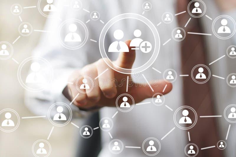 Социальная сеть кнопки касания бизнесмена сетевого интерфейса стоковое фото rf