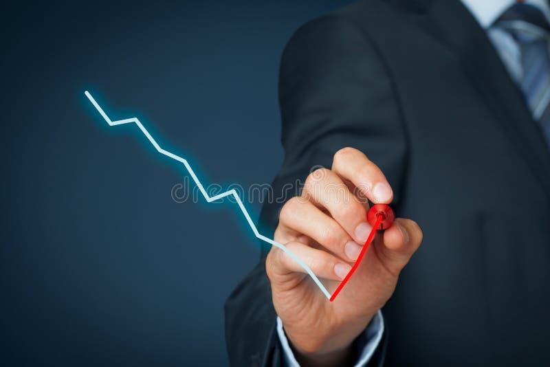 Сочинительство бизнесмена с ручкой чувствуемой подсказки стоковые изображения rf