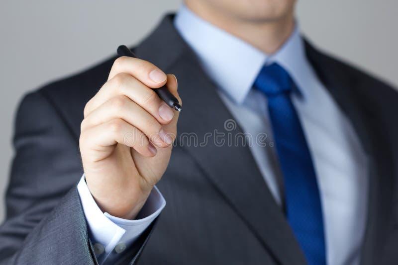 Сочинительство бизнесмена что-то стоковое изображение rf