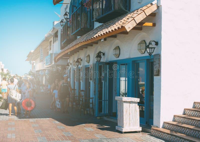 Сочи, Россия - 5-ое августа 2019 Кафе на главной прогулке курорта Сочи стоковые изображения
