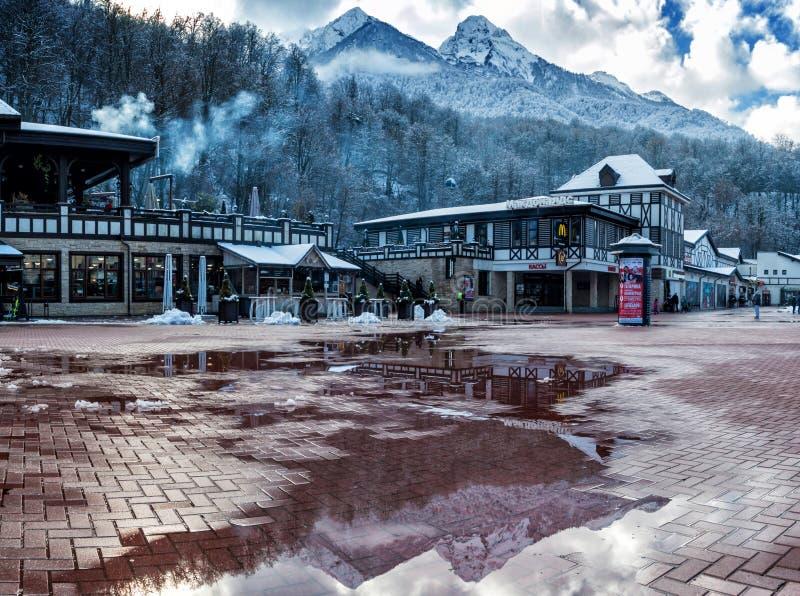 Сочи, Россия - 24-ое декабря 2018: Курорт Роза Khutor высокогорный Лыжный курорт класса мира Krasnaya Polyana, зона Краснодара стоковые изображения