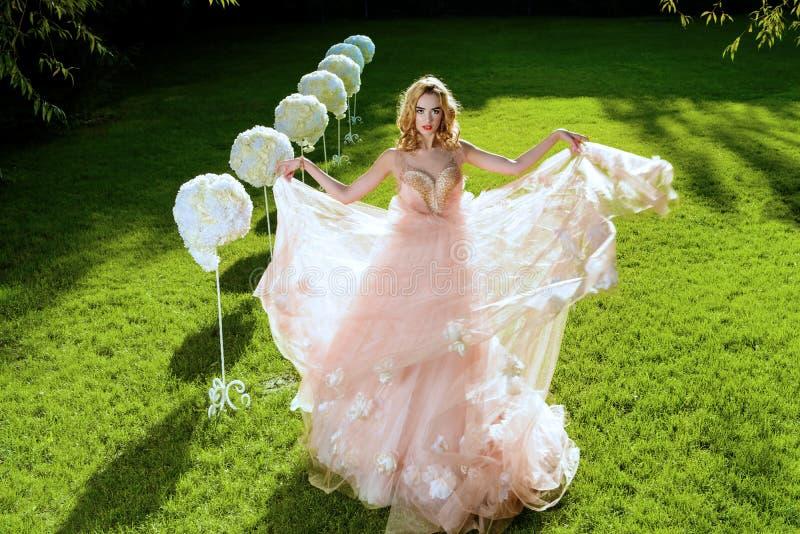 Сочное платье свадьбы стоковая фотография