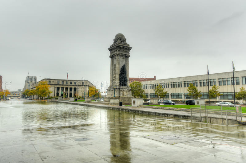 Солдаты и памятник матросов - Сиракуз, NY стоковое фото rf