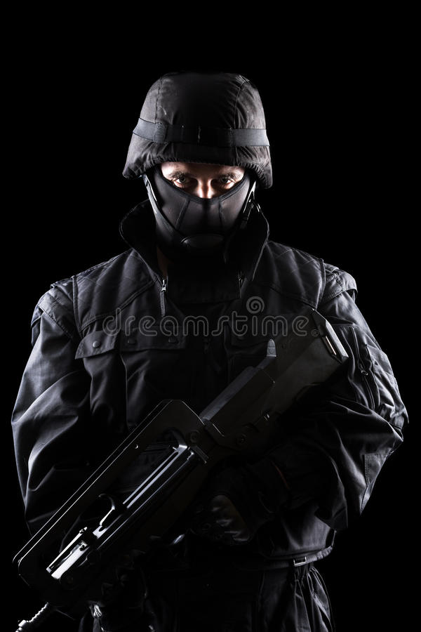 Солдат ops спецификаций на черной предпосылке стоковая фотография rf