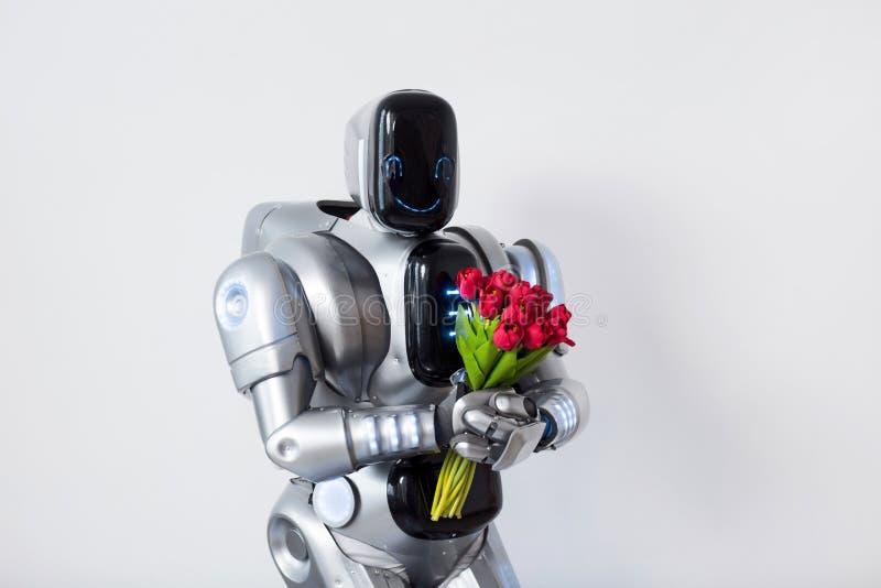 Содержимый робот держа пук цветков стоковая фотография