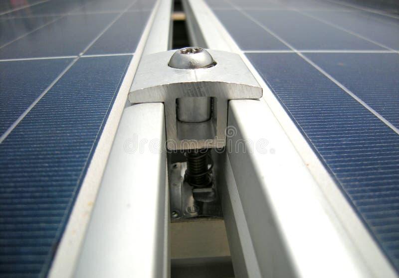 Солнечная струбцина панели PV стоковая фотография