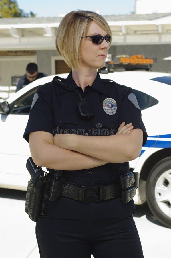 Солнечные очки полицейского нося стоковые фотографии rf