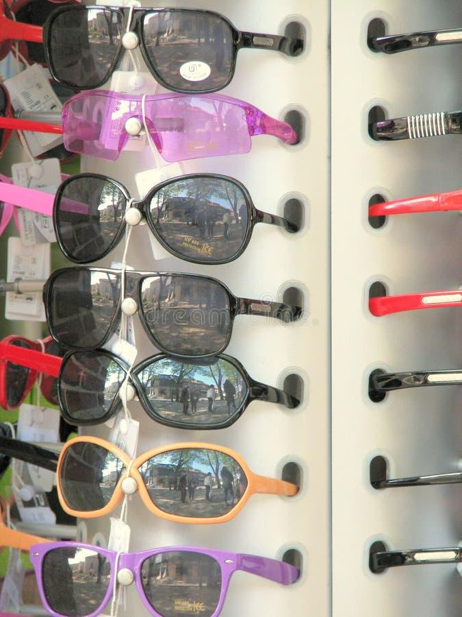 Солнечные очки для продажи стоковая фотография rf