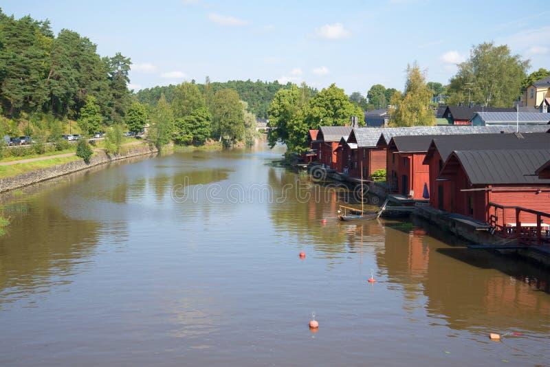Солнечный августовский день на реке Porvoyoki Porvoo стоковые изображения rf