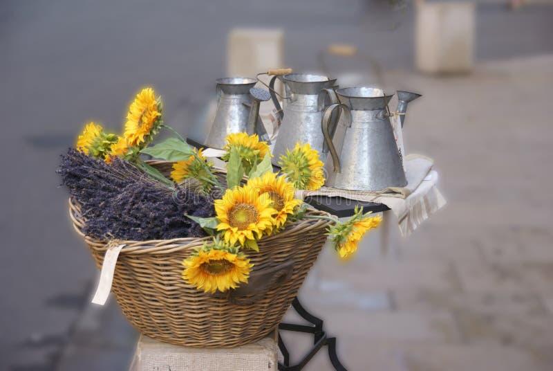 Солнцецветы и певтер работают для продажи стоковые изображения rf