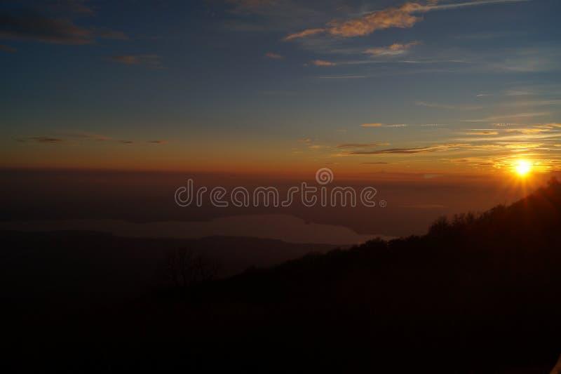 Солнце идет спать стоковая фотография rf