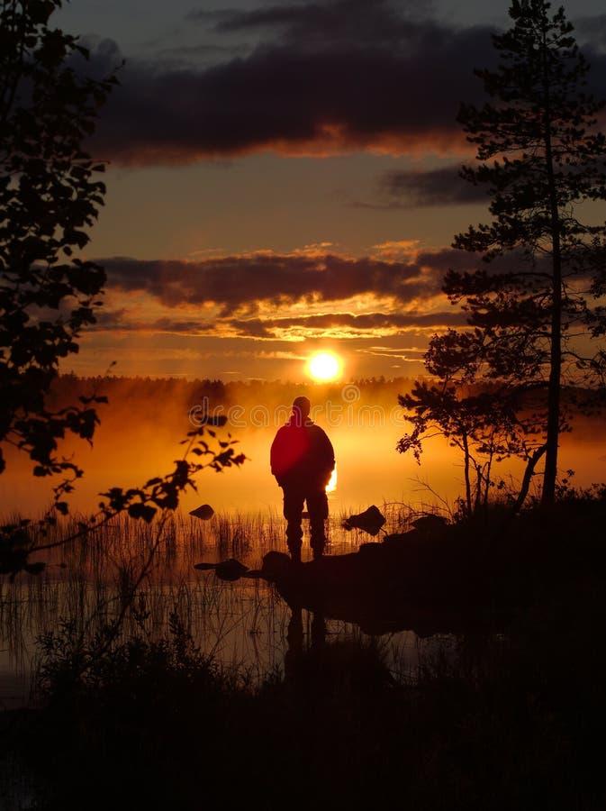 солнце Лапландии полуночное стоковая фотография rf