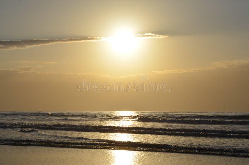 Солнце отражает на воде стоковая фотография
