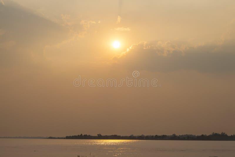 Солнце понижается стоковые фотографии rf