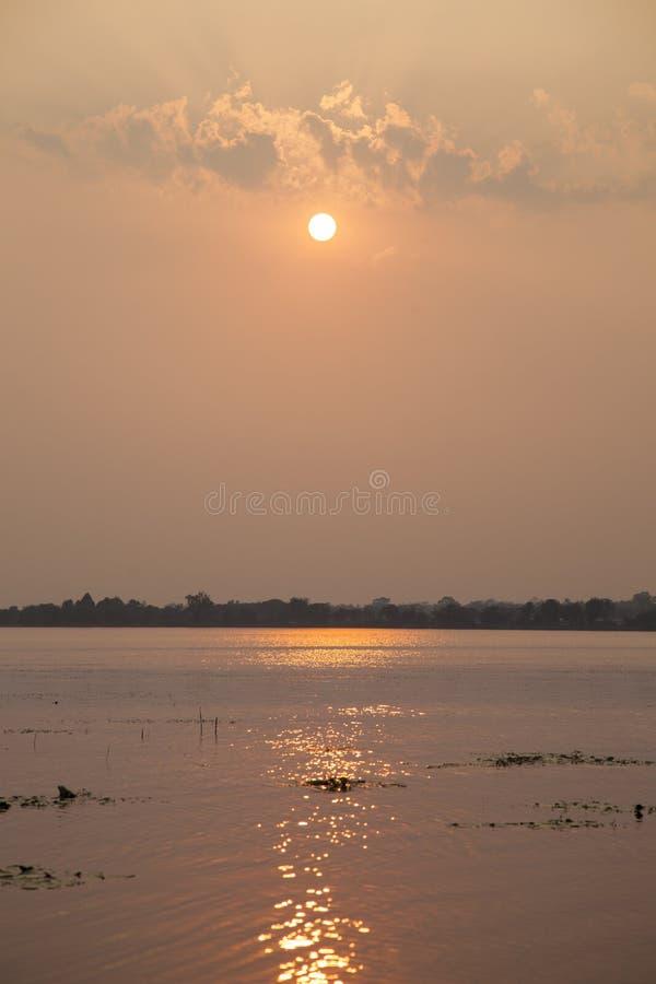 Солнце понижается стоковые изображения rf