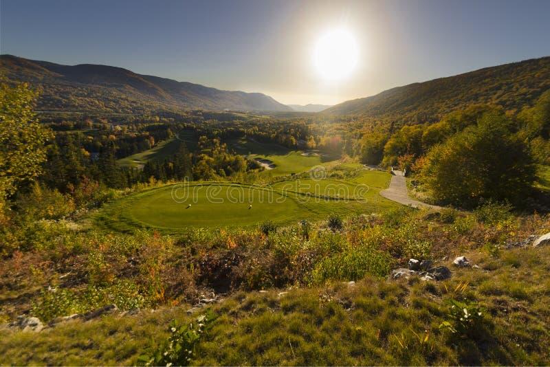 Солнце устанавливая над полем для гольфа долины Humber стоковая фотография