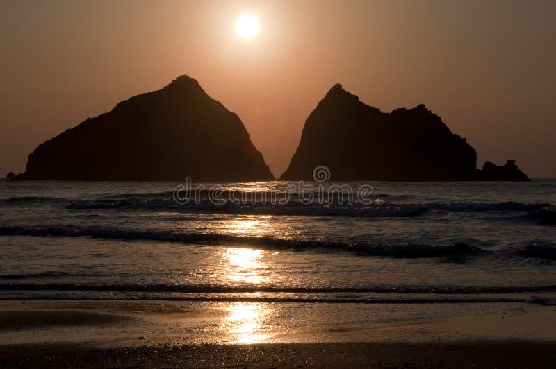 Солнце установило над заливом северным Корнуоллом Holywell стоковое фото rf