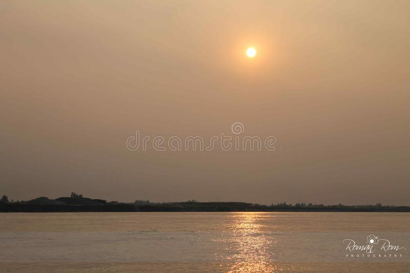 Солнце установило на реку Padma стоковое фото rf