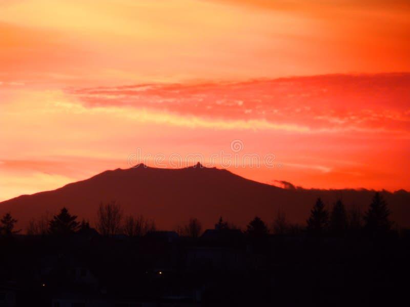 Солнце установило над Snaefellsjokull стоковая фотография