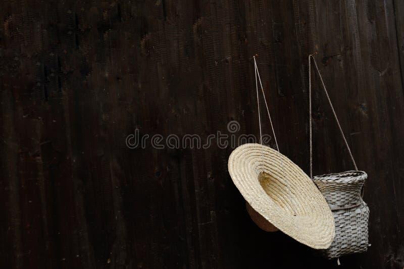 Соломенная шляпа и creel стоковые изображения rf