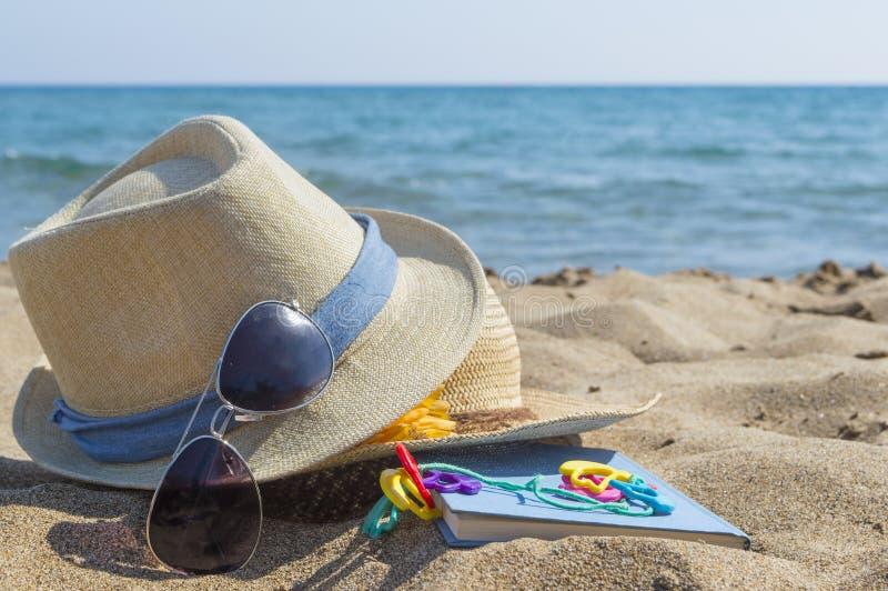 Фото шляпы на пляже