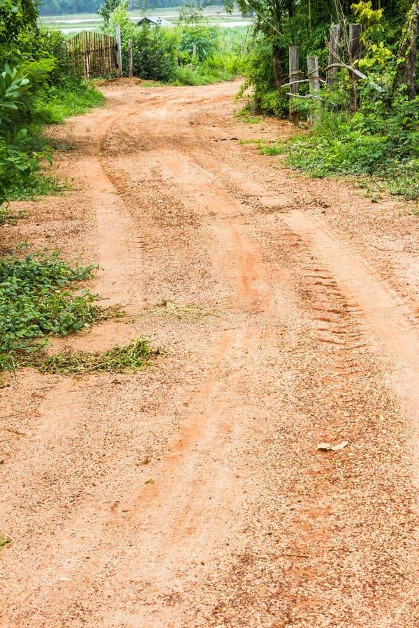 Со следа дороги дороги публики сельской местности стоковое фото rf
