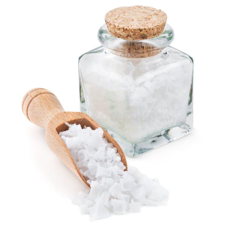 Соль моря Кипра шелушится в стеклянной бутылке стоковое изображение