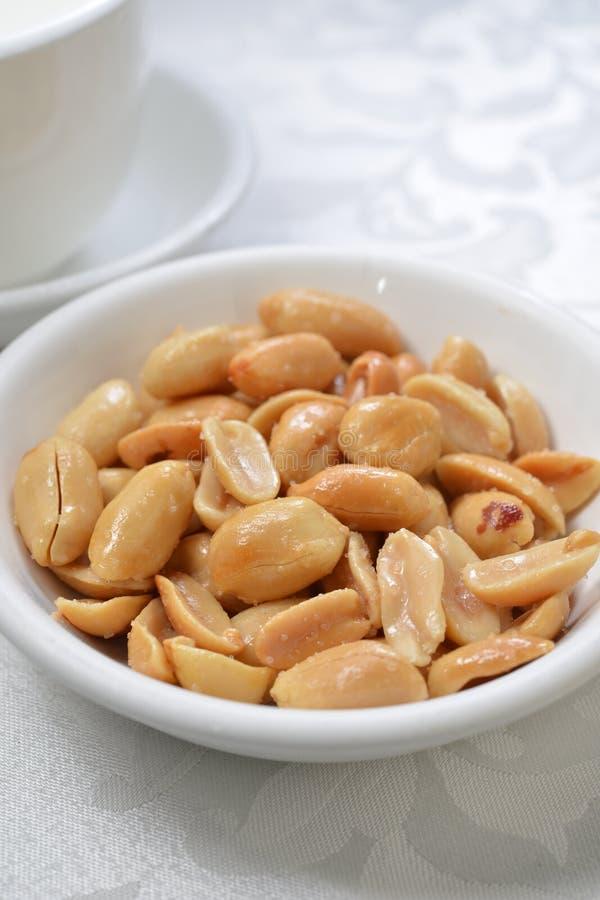 Солёные арахисы стоковые изображения rf