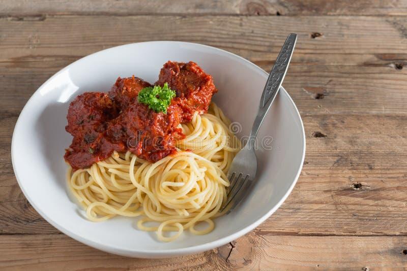 Спагетти и фрикадельки в плите стоковое фото rf