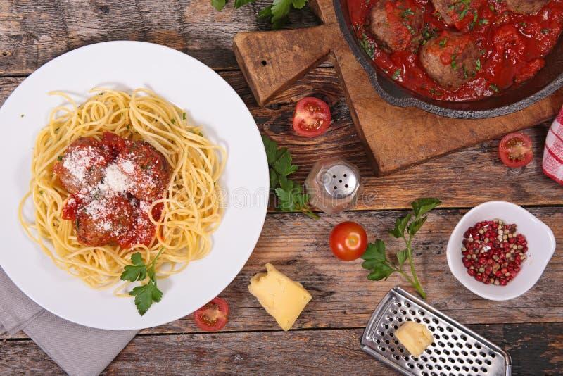 Спагетти и фрикадельки стоковые изображения
