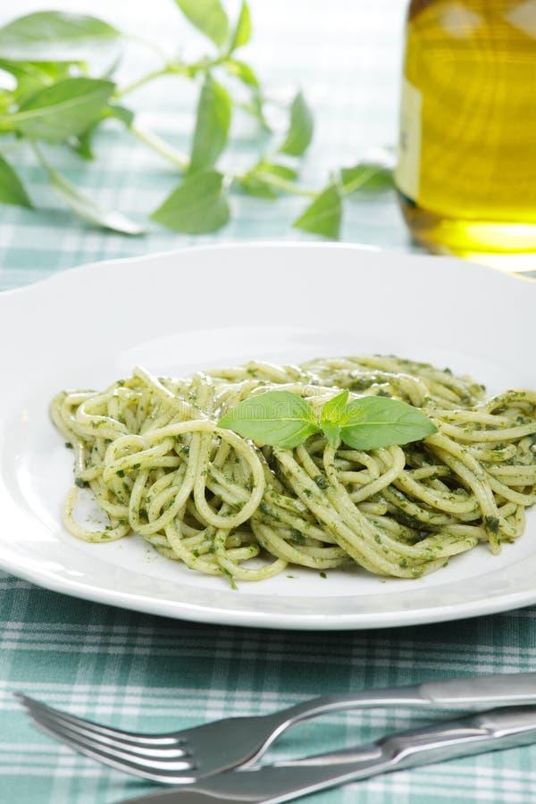 спагетти соуса pesto стоковые изображения rf