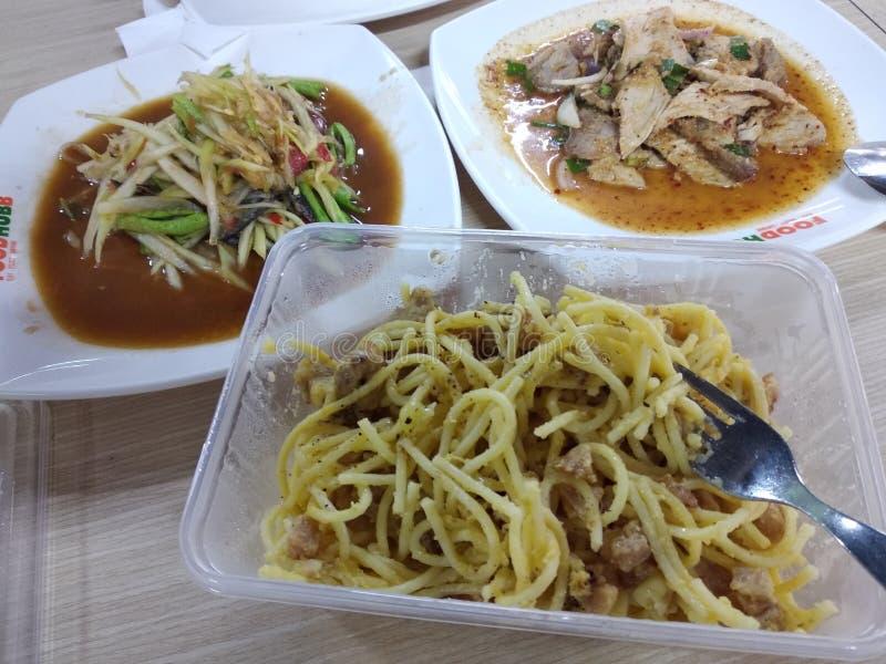 Спагетти с тайской пряной едой стоковая фотография rf