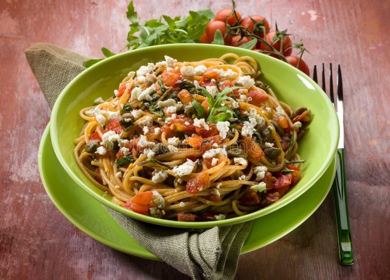 Спагетти с томатами и сыром стоковое фото