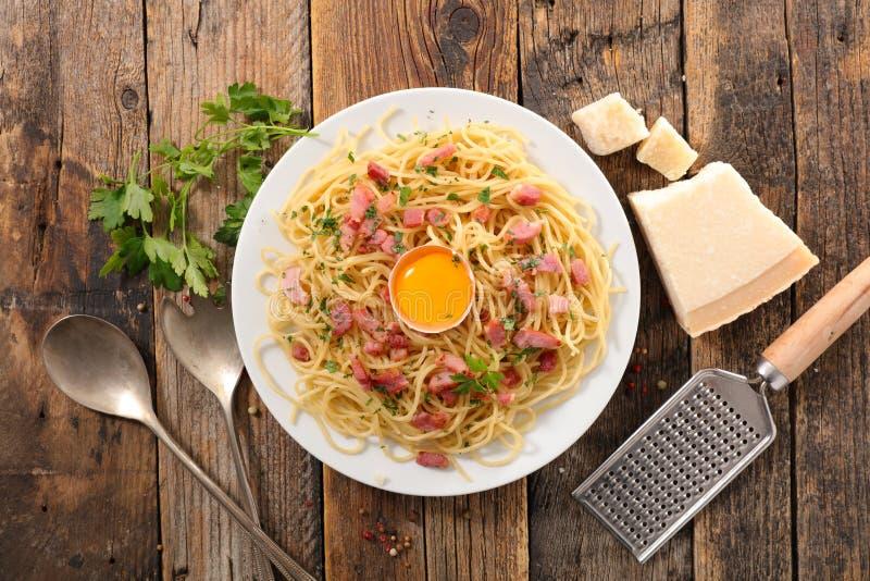 Спагетти с яичком стоковые фотографии rf