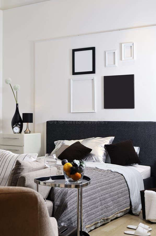 спальни украсили совершенно белизну si стоковое изображение