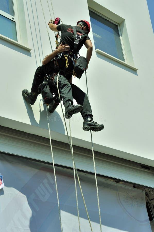 Спасательная команда в действии стоковые фото