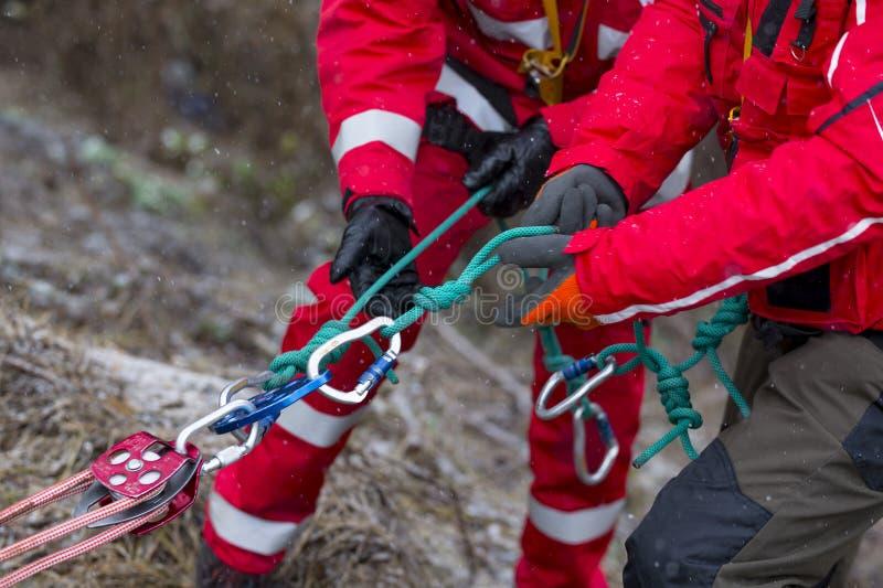 Спасательная служба горы медсотрудников стоковые изображения