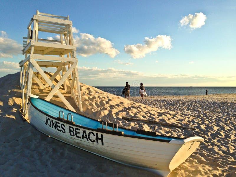 Спасательная шлюпка на пляже Джонса стоковые изображения rf